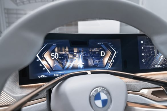 BMW i4 display