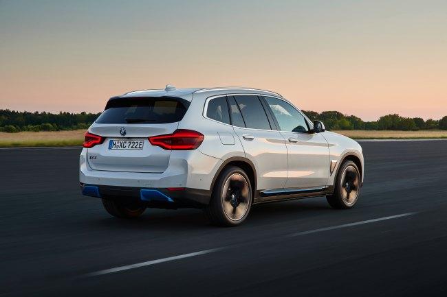 BMW iX3 spate