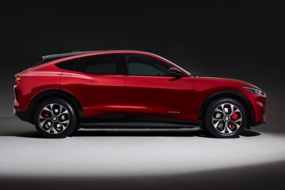 ford mustang mach E laterala