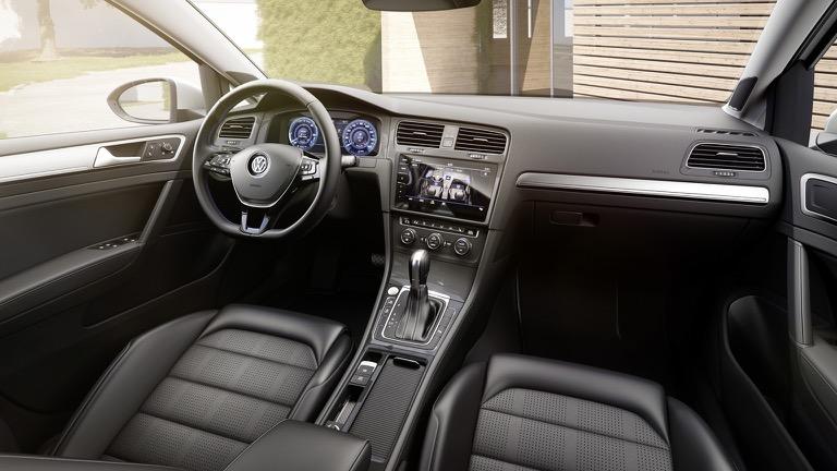 Volkswagen e-Golf interior2
