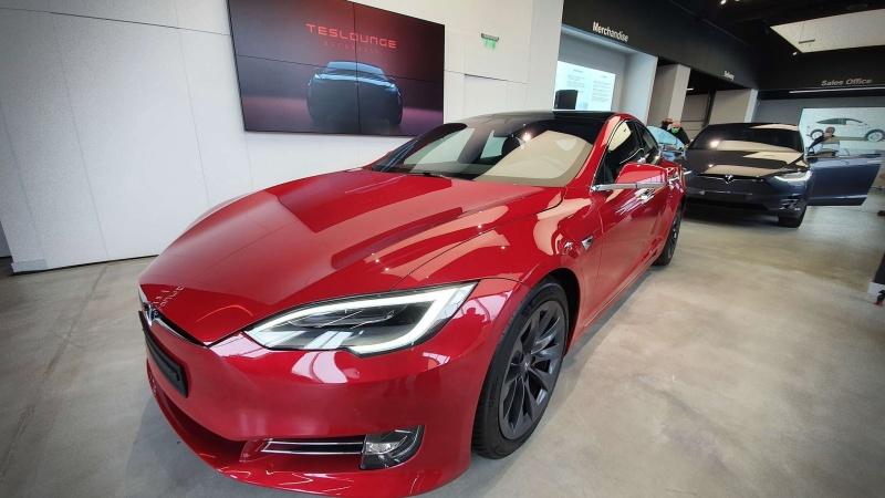 showroom Tesla