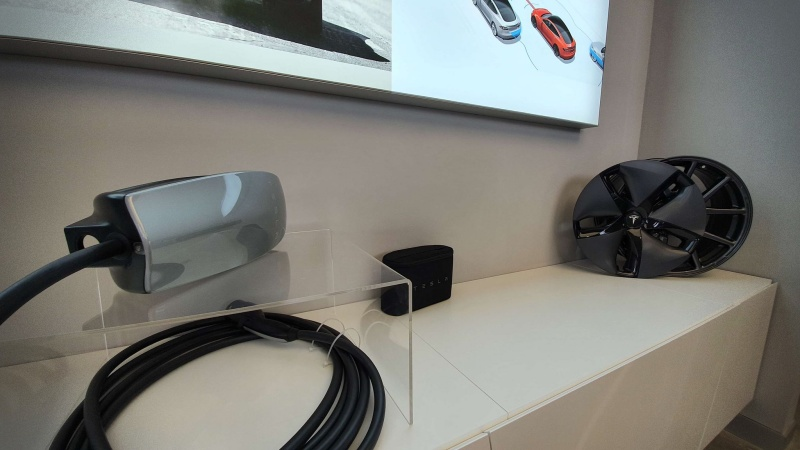 showroom Tesla Romania